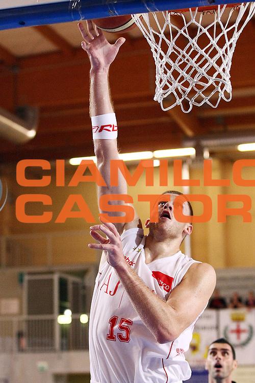 DESCRIZIONE : Castelletto Ticino Lega A 2009-10 Basket Trofeo Nobili Armani Jeans Milano Angelico Biella<br /> GIOCATORE : Marijonas Petravicius<br /> SQUADRA : Armani Jeans Milano<br /> EVENTO : Campionato Lega A 2009-2010 <br /> GARA : Armani Jeans Milano Angelico Biella<br /> DATA : 23/09/2009<br /> CATEGORIA : Tiro<br /> SPORT : Pallacanestro <br /> AUTORE : Agenzia Ciamillo-Castoria/G.Cottini<br /> Galleria : Lega Basket A 2009-2010 <br /> Fotonotizia : Castelletto Ticino Lega A 2009-10 Basket Trofeo Nobili Armani Jeans Milano Angelico Biella<br /> Predefinita :