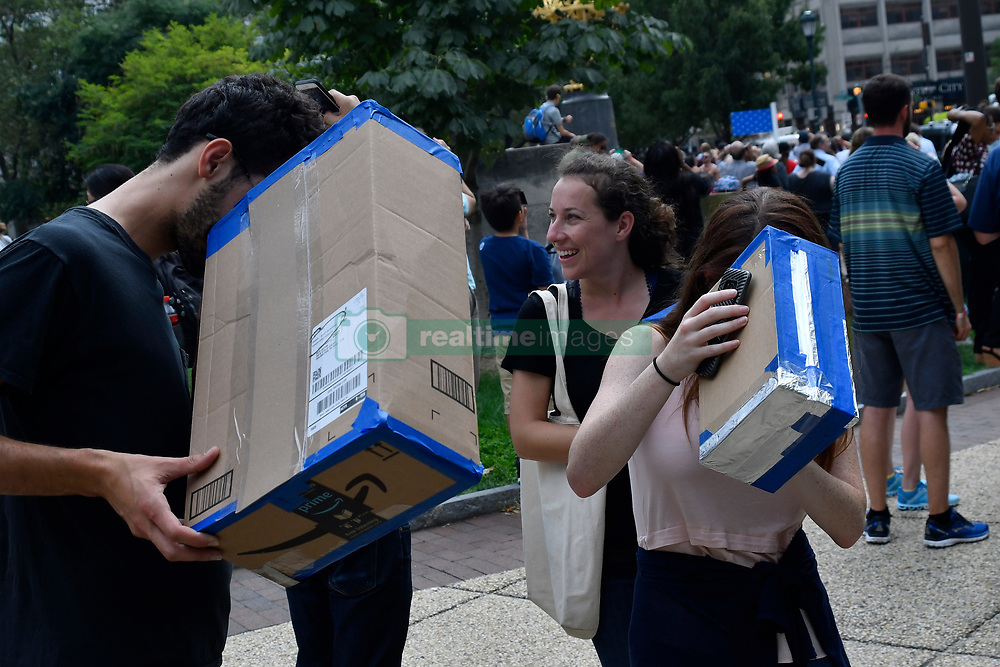 August 21, 2017 - Philadelphia, Pennsylvania, United States - Hundreds gather outside Franklin Institute, in Center City Philadelphia, PA to witness events during the 2017 Solar Eclipse, on August 21, 2017, all across the United States. (Credit Image: © Bastiaan Slabbers/NurPhoto via ZUMA Press)