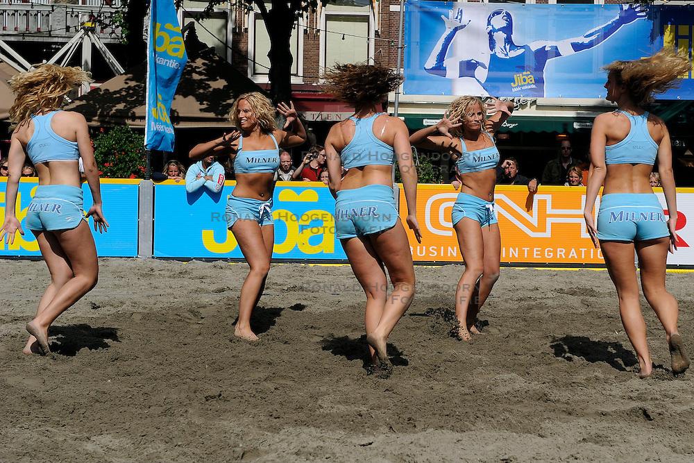 20-07-2008 VOLLEYBAL: BEACH OPEN EREDIVISIE: DEN HAAG <br /> Cheerleaders dancers danseressen item beachvolleybal<br /> &copy;2008-WWW.FOTOHOOGENDOORN.NL