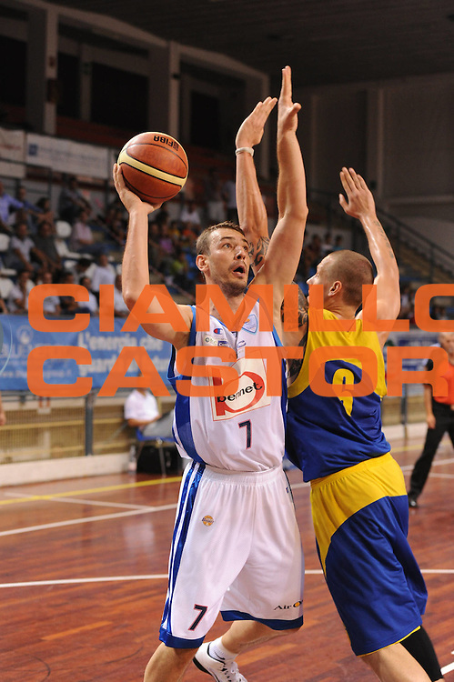 DESCRIZIONE : Novara Torneo di Novara Lega A 2011-12 Bennet Cantu Astana<br /> GIOCATORE : Scekic<br /> CATEGORIA :  Tiro<br /> SQUADRA : Bennet Cantu Astana<br /> EVENTO : Campionato Lega A 2011-2012<br /> GARA : Bennet Cantu Astana<br /> DATA : 11/09/2011<br /> SPORT : Pallacanestro<br /> AUTORE : Agenzia Ciamillo-Castoria/GiulioCiamillo<br /> Galleria : Lega Basket A 2011-2012<br /> Fotonotizia : Novara Torneo di Novara Lega A 2011-12 Bennet Cantu Astana<br /> Predefinita :