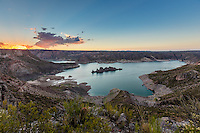 EMBALSE VALLE GRANDE AL ATARDECER, VALLE GRANDE, SAN RAFAEL, PROVINCIA DE MENDOZA, ARGENTINA (PHOTO BY © MARCO GUOLI - ALL RIGHTS RESERVED)