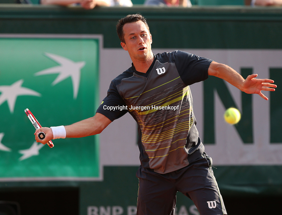 French Open 2014, Roland Garros,Paris,ITF Grand Slam Tennis Tournament,<br /> Philipp Kohlschreiber (GER ),Aktion,Einzellbild,Halbkoerper,Querformat,