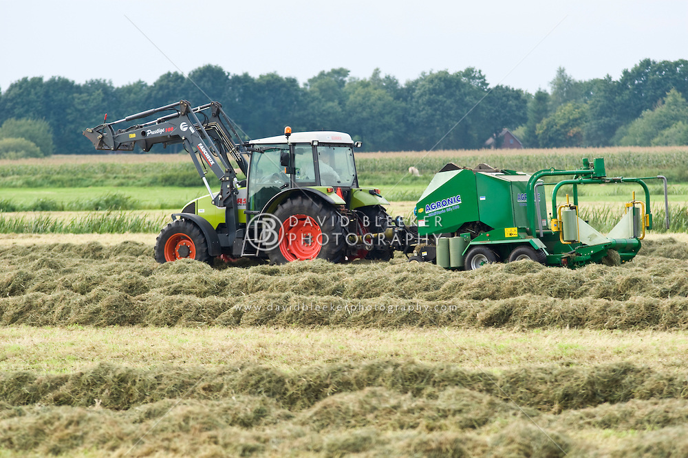 AGRONIC MidiVario Round Baler and bale wrapper