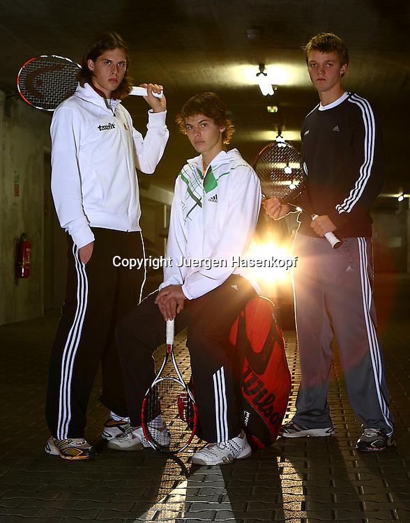 BASE Gang L-R.Tennis Spieler  Dominik Schulz,Kevin Krawietz und Peter Heller von der FORMAXX TennisBase...Photo: Juergen Hasenkopf....