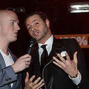 NLD/Amsterdam/20150203 - Uitreiking 100% NL Awards 2015, Fred van Leer reikt prijs uit