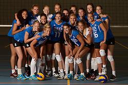 25-06-2013 VOLLEYBAL: NEDERLANDS VROUWEN VOLLEYBALTEAM: ARNHEM<br /> Selectie Oranje vrouwen seizoen 2013-2014 / Teamfoto<br /> ©2013-FotoHoogendoorn.nl
