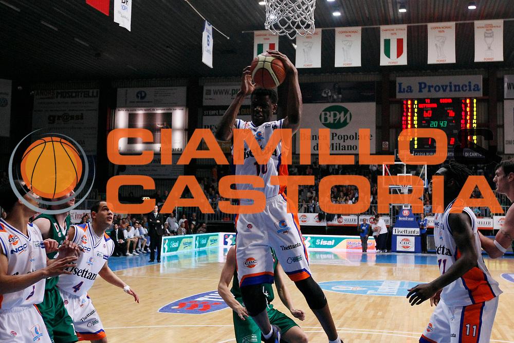 DESCRIZIONE : Cantu Lega A1 2007-08 Tisettanta Cantu Scavolini Montepaschi Siena<br /> GIOCATORE : Herve Toure<br /> SQUADRA : Tisettanta Cantu<br /> EVENTO : Campionato Lega A1 2007-2008<br /> GARA : Tisettanta Cantu Montepaschi Siena<br /> DATA : 20/04/2008<br /> CATEGORIA : Rimbalzo<br /> SPORT : Pallacanestro<br /> AUTORE : Agenzia Ciamillo-Castoria/G.Cottini