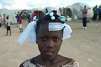 Hait&iacute;, oficialmente Rep&uacute;blica de Hait&iacute; (franc&eacute;s R&eacute;publique d'Ha&iuml;ti, criollo haitiano Repiblik d&rsquo;Ayiti), es un pa&iacute;s de las Antillas, situado en la parte occidental de la isla La Espa&ntilde;ola y que limita al norte con el oc&eacute;ano Atl&aacute;ntico, al sur y oeste con el mar Caribe o de las Antillas y al este con la Rep&uacute;blica Dominicana. A su Oeste se encuentra la Rep&uacute;blica de Cuba<br /> <br /> En 1925, Hait&iacute; ten&iacute;a el 60% de sus bosques originales destruidos, hoy en d&iacute;a la cifra es ya del 98%, al haber sido utilizadas estas zonas para procurarse combustible de cocina, destruyendo adem&aacute;s en este proceso multitud de suelos f&eacute;rtiles<br /> <br /> El clima de Hait&iacute; es tropical. La estaci&oacute;n m&aacute;s lluviosa se extiende de abril a junio y de octubre a noviembre, y con frecuencia el pa&iacute;s es azotado por tormentas tropicales y ciclones.<br /> <br /> Haiti sigue siendo la m&aacute;s pobre de todo el continente americano y una de las m&aacute;s desfavorecidas del mundo.<br /> <br />  Seg&uacute;n The World Factbook, el 80% de su poblaci&oacute;n vive bajo el umbral de pobreza y dos tercios de ella es dependiente de un sector de la agricultura y pesca, tradicionalmente organizado en peque&ntilde;as explotaciones de subsistencia, fragilizadas por la carencia y empobrecimiento del suelo disponible, y de la ayuda exterior. <br /> <br /> La sobreexplotaci&oacute;n y la erosi&oacute;n del terreno son consecuencia de una intensiva y descontrolada deforestaci&oacute;n que ha llevado la superficie arbolada de Hait&iacute; del 60% en 1923 a menos del 2% en 2006.<br /> <br /> &copy;Alejandro Balaguer/Fundaci&oacute;n Albatros Media.