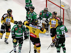 16.11.2014, Albert Schultz Eishalle, Wien, AUT, EBEL, UPC Vienna Capitals vs HDD TELEMACH Olimpija Ljubljana, 18. Runde, im Bild Andreas Noedl (UPC Vienna Capitals) , Marvin Degon (HDD TELEMACH Olimpija Ljubljana) , Matej Hocevar (HDD TELEMACH Olimpija Ljubljana) , Brett Carson (UPC Vienna Capitals) , Andy Chiodo (HDD TELEMACH Olimpija Ljubljana) , Jonathan Ferland (UPC Vienna Capitals) und Gal Koren (HDD TELEMACH Olimpija Ljubljana) // during the Erste Bank Icehockey League 17th round match between UPC Vienna Capitals and HDD TELEMACH Olimpija Ljubljana at the Albert Schultz Ice Arena in Vienna, Austria on 2014/11/16. EXPA Pictures © 2014, PhotoCredit: EXPA/ Alexander Forst
