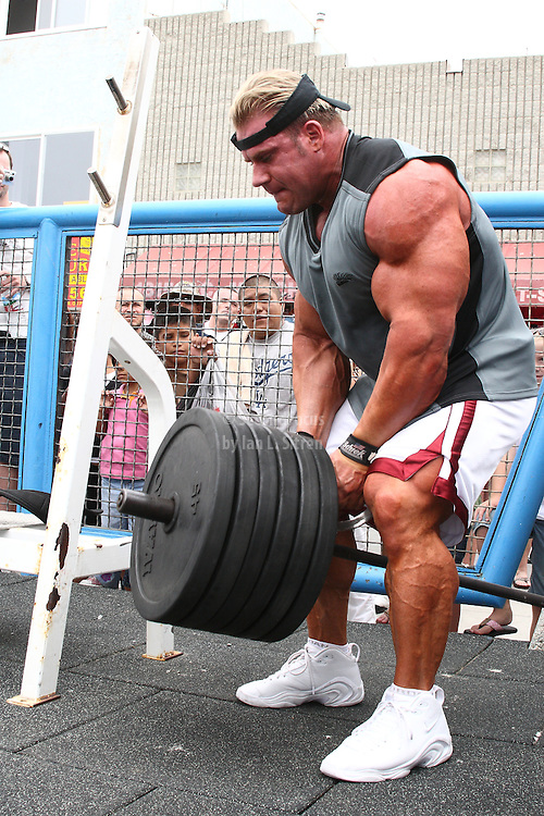 Mr. Olympia,  Jay Cutler doing back rows, working out in the pit at world famous Muscle Beach at Venice Beach California.