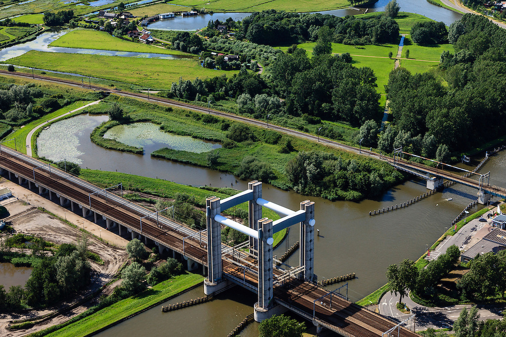 Nederland, Zuid-Holland, Gouda, 15-07-2012; spoorbrug over de Gouwe (viersporige hefbrug). Hoge Gouwebrug..Railway and lift bridge over the river Gouwe. luchtfoto (toeslag), aerial photo (additional fee required).foto/photo Siebe Swart