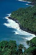 Luftaufnahme von Hiva Oa im türkisfarbenen Südpazifik, Französisch Polynesien * Aerial photo of Hiva Oa in turquoise South Pacific, French Polynesia