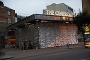 Opening night of The Cineroleum. A pop-up cinema built by a collective of artists, designers and architects on the site of a derelict garage. 100 Clerkenwell Rd. London.  20 August 2010. -DO NOT ARCHIVE-© Copyright Photograph by Dafydd Jones. 248 Clapham Rd. London SW9 0PZ. Tel 0207 820 0771. www.dafjones.com.