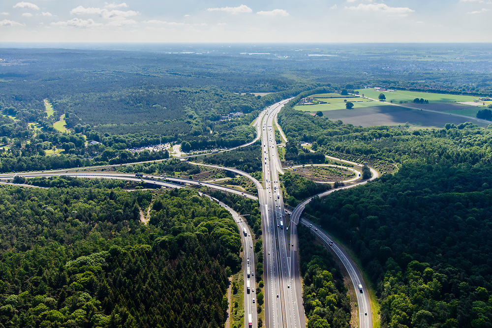 Nederland, Gelderland, Arnhem, 29-05-2019; Arnhem-Noord, Knooppunt Waterberg, kruising A12 richting Duitsland met A50 (naar links)<br /> Waterberg-junction, connecting motorways A12 to Germany with A50.<br /> luchtfoto (toeslag op standard tarieven);<br /> aerial photo (additional fee required);<br /> copyright foto/photo Siebe Swart