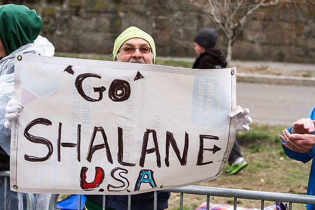 fan hold sign of support for Shalane Flanagan