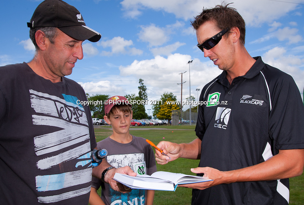 Brent Arnel signs an autograph for Rheece Joubert, 11, during the NCC Super Camp for Primary School players, an initiative by The National Bank to connect with the grass roots of cricket, hosted by Hamilton Star University Cricket Club, Waikato University, Hamilton, New Zealand, Wednesday 5 January 2011. Photo: Stephen Barker/PHOTOSPORT