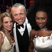 NLD/Hilversum/20080301 - Finale Idols 2008, Gordon Heuckeroth met winnares Nikki en deelneemster Nathalie