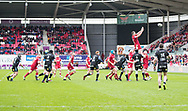 Scarlets' Steven Cummins claims the lineout<br /> <br /> Photographer Simon King/Replay Images<br /> <br /> Guinness PRO14 Round 19 - Scarlets v Glasgow Warriors - Saturday 7th April 2018 - Parc Y Scarlets - Llanelli<br /> <br /> World Copyright © Replay Images . All rights reserved. info@replayimages.co.uk - http://replayimages.co.uk