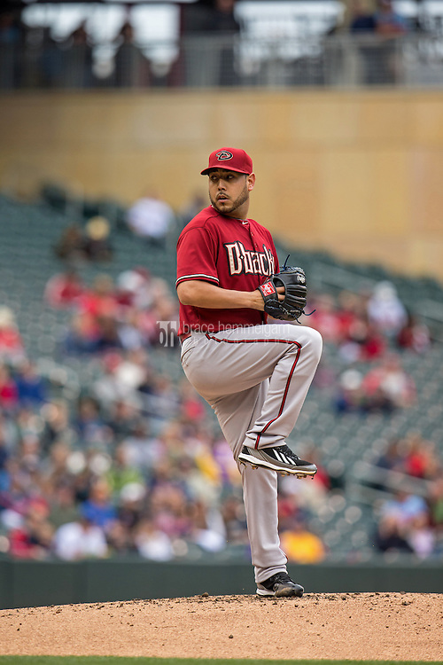 MINNEAPOLIS, MN- SEPTEMBER 24: Vidal Nuno #54 of the Arizona Diamondbacks pitches against the Minnesota Twins on September 24, 2014 at Target Field in Minneapolis, Minnesota. The Twins defeated the Diamondbacks 2-1. (Photo by Brace Hemmelgarn) *** Local Caption *** Vidal Nuno