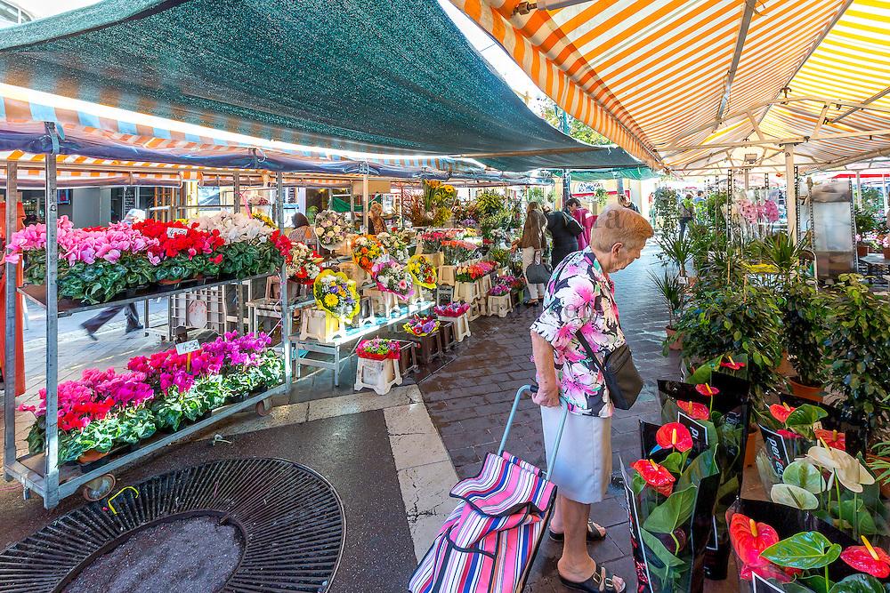 Stand de fleurs du marché sur le cours Saleya // Flower market stall at cours Saleya