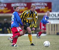 Fotball. 1. divisjon 14. april 2002. Tollnes - Tromsdalen i Skien. Håvard  Karlsen, Tromsdalen mot Stian Selander, Tollnes.<br /> <br /> <br /> Foto: Andreas Fadum, Digitalsport.