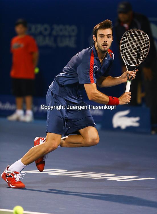Dubai Tennis Championships 2013, ATP Tennis Turnier,International Series,Dubai Tennis Stadium, U.A.E.,Marcel Granollers (ESP)Aktion,Einzelbild,Ganzkoerper,Hochformat,