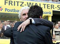 Fotball<br /> Treningskamp<br /> Tyskland v Ungarn<br /> 6. juni 2004<br /> Foto: Digitalsport<br /> Tysklands landslagstrener Rudi Völler hilser på Ungarns landslagstrener Lothar Matthaus