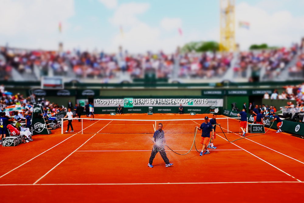 French Open 2016 Feature, Platzwart waessert den Platz,<br /> <br /> Tennis - French Open 2016 - Grand Slam ITF / ATP / WTA -  Roland Garros - Paris -  - France  - 27 May 2016.