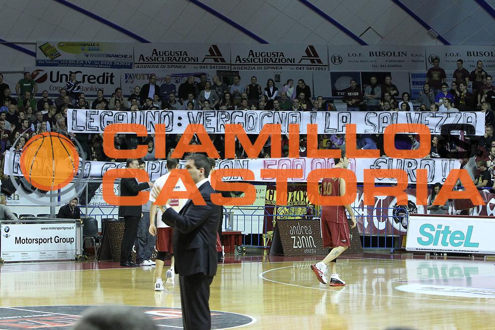 DESCRIZIONE : Venezia Lega Basket A2 2010-11 Umana Reyer Venezia Prima Veroli<br /> GIOCATORE : Tifosi Umana Reyer Venezia<br /> SQUADRA : Umana Reyer Venezia Prima Veroli<br /> EVENTO : Campionato Lega A2 2010-2011<br /> GARA : Umana Reyer Venezia Prima Veroli<br /> DATA : 16/01/2011<br /> CATEGORIA : Tifosi<br /> SPORT : Pallacanestro <br /> AUTORE : Agenzia Ciamillo-Castoria/G.Contessa<br /> Galleria : Lega Basket A2 2009-2010 <br /> Fotonotizia : Venezia Lega A2 2010-11 Umana Reyer Venezia Prima Veroli<br /> Predefinita :