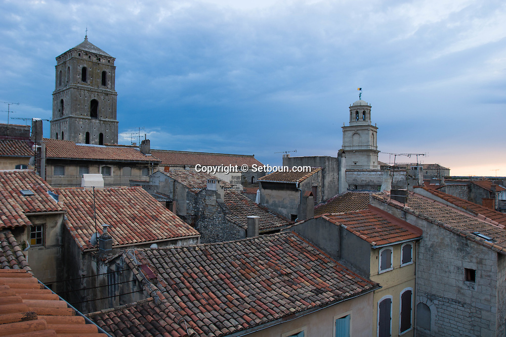 France. Bouches du Rhone.Arles, Sainte trophime cathedral and  the belfry of the city hall,  the old city rooftops view from a terrace,   France    /  Arles le clocher de la cathedrale  Sainte trophime, le beffroi de la mairie, les toits de la vielle ville vus d une terrace