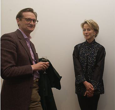 Hamish Bowles and Anne Bass, Timothy Taylor new gallery opening, Dering  St. 20 May 2003. © Copyright Photograph by Dafydd Jones 66 Stockwell Park Rd. London SW9 0DA Tel 020 7733 0108 www.dafjones.com