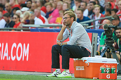 LONDON, ENGLAND - Saturday, August 6, 2016: Liverpool's manager Jürgen Klopp sits on a Gatorade cooler box during the International Champions Cup match against FC Barcelona at Wembley Stadium. (Pic by Xiaoxuan Lin/Propaganda)