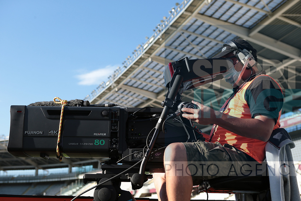 A television camera operator wear a protective face mask during the Serie A match at Stadio Grande Torino, Turin. Picture date: 20th June 2020. Picture credit should read: Jonathan Moscrop/Sportimage
