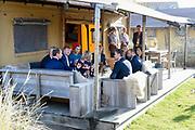 Koning Willem-Alexander en koningin Maxima brengen een streekbezoek aan Schouwen-Duiveland en Tholen in de provincie Zeeland. <br /> <br /> King Willem-Alexander and Queen Maxima pay a regional visit to Schouwen-Duiveland and Tholen in the province of Zeeland.<br /> <br /> Op de foto / On the photo: Ankomst bij strandpark De Zeeuwse Kust met bezoek aana een glamping tent /// Arrival at beach park De Zeeuwse Kust with a visit to a glamping tent