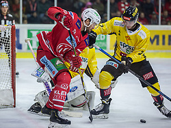 24.01.2020, Stadthalle, Klagenfurt, AUT, EBEL, EC KAC vs Vienna Capitals, 43. Runde, im Bild Siim LIIVIK (EC KAC, #72), Lukass PIFF (SPUSU VIENNA CAPITALS, #3), Bernhard STARKBAUM (SPUSU VIENNA CAPITALS, #29) // during the Erste Bank Eishockey League 43th round match between EC KAC and Vienna Capitals at the Stadthalle in Klagenfurt, Austria on 2020/01/24. EXPA Pictures © 2020, PhotoCredit: EXPA/ Gert Steinthaler