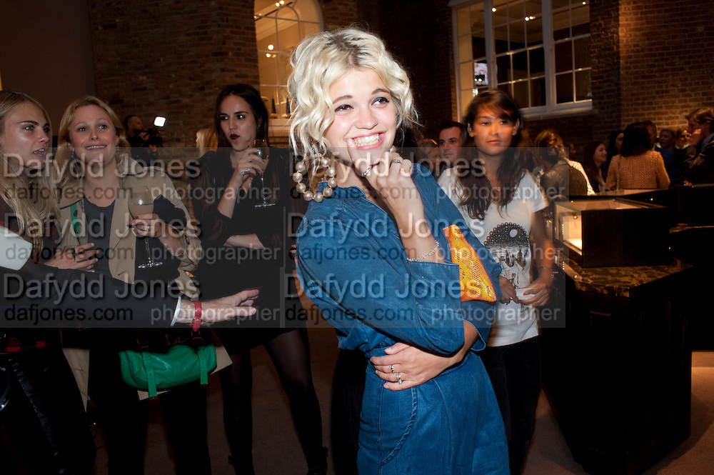 PIXIE GELDOF,  Vogue Fashion night out.- Alexandra Shulman and Paddy Byng are host a party  to celebrate the launch for FashionÕs Night Out At Asprey. Bond St and afterwards in the street. London. 8 September 2011. <br />  <br />  , -DO NOT ARCHIVE-© Copyright Photograph by Dafydd Jones. 248 Clapham Rd. London SW9 0PZ. Tel 0207 820 0771. www.dafjones.com.<br /> PIXIE GELDOF,  Vogue Fashion night out.- Alexandra Shulman and Paddy Byng are host a party  to celebrate the launch for Fashion's Night Out At Asprey. Bond St and afterwards in the street. London. 8 September 2011. <br />  <br />  , -DO NOT ARCHIVE-© Copyright Photograph by Dafydd Jones. 248 Clapham Rd. London SW9 0PZ. Tel 0207 820 0771. www.dafjones.com.
