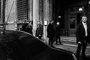 Uomini della sicurezza, attendono l'uscita del Presidente del Consiglio Matteo Renzi all'esterno di Palazzo Madama, Roma 20 gennaio 2015.  Christian Mantuano / OneShot