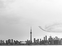https://Duncan.co/vintage-aircraft-and-toronto-skyline