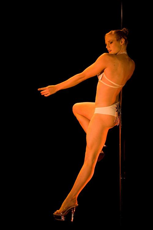 Lundi 14 Septembre 2009. Paris, France..Premiere competition Officielle de Pole Dance en France..20eme Theatre (Paris 20eme)..Suzie Q