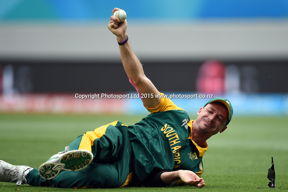 South African fielder Dale Steyn takes the catch of Ahmad Shahzad during the ICC Cricket World Cup match between Pakistan and South Africa at Eden Park in Auckland, New Zealand. Saturday 07 March 2015. Copyright Photo: Raghavan Venugopal / www.photosport.co.nz