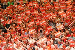 20180531 NED: Volleyball Nations League Netherlands - Brazil, Apeldoorn<br />Public support, Block punt<br />©2018-FotoHoogendoorn.nl
