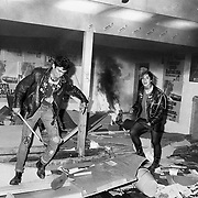 """Fotografia feta el 23-04-83 a les Rambla de Barcelona i publicada en portada del<br />  """" Diario de Barcelona""""  el dia 29-05-83.<br /> Peu de foto : Dos punk  es van sumar els actes de vandalisme que varen acabar amb l'incendi de la caseta electoral del PSC-PSOE  que tenia  a l'alçada del Hotel Manila a  Rambla de Barcelona . Els  fets van passar  cap el final  d'una manifestació independentista  que es va originar al carrer Ferrán després de un acte de la """" Crida a la Solidaritat"""" a la Plça San Jaume ."""