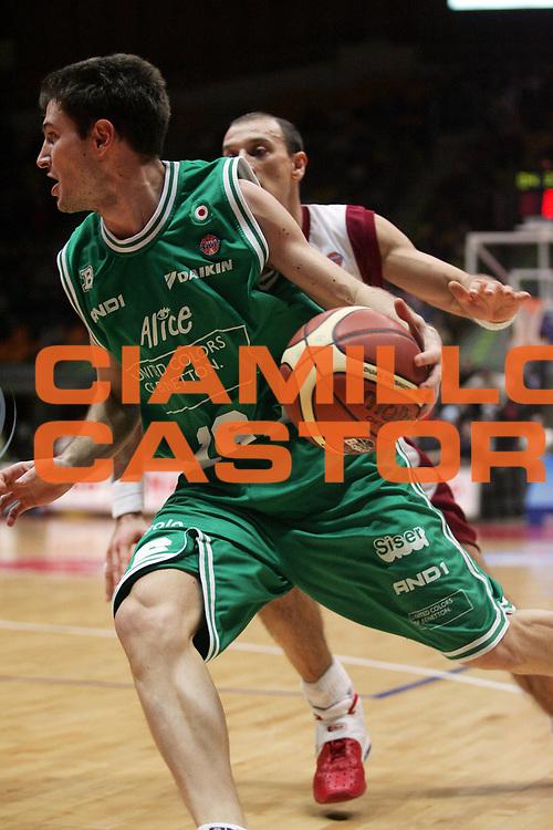 DESCRIZIONE : Livorno Lega A1 2005-06 Basket Livorno-Benetton Treviso<br /> GIOCATORE : Sottana<br /> SQUADRA : Benetton Treviso<br /> EVENTO : Campionato Lega A1 2005-2006<br /> GARA : Basket Livorno Benetton Treviso<br /> DATA : 08/01/2006 <br /> CATEGORIA : <br /> SPORT : Pallacanestro <br /> AUTORE : Agenzia Ciamillo-Castoria/E.Castoria