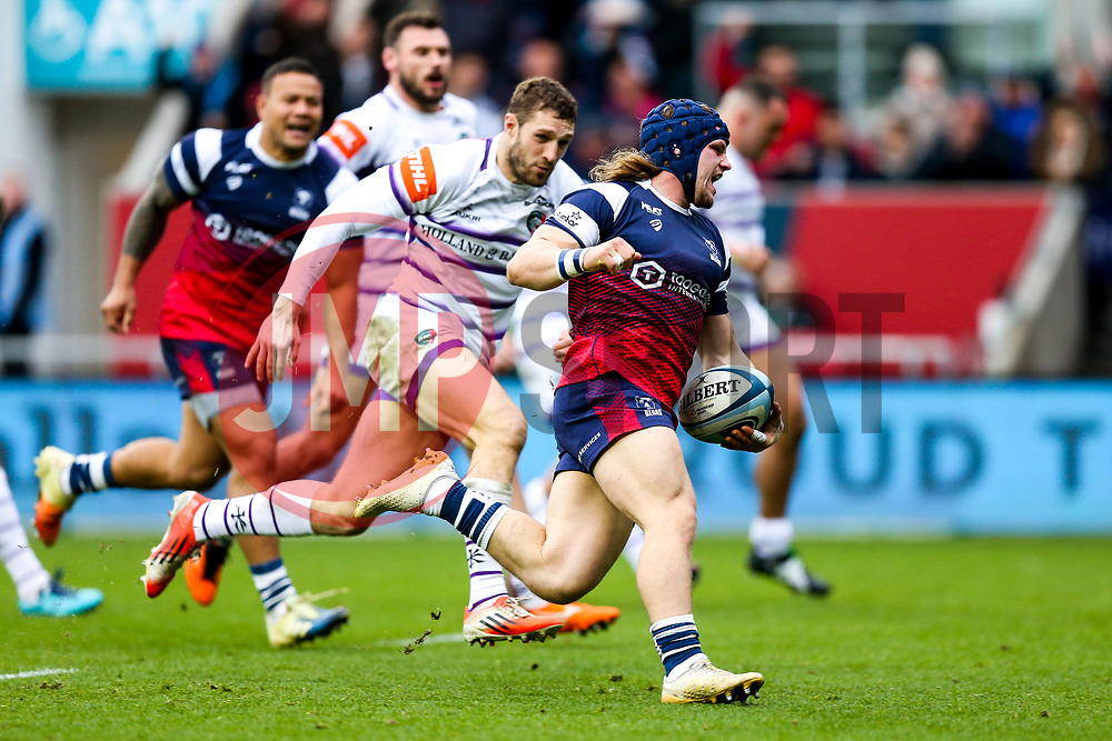 Harry Thacker of Bristol Bears scores the opening try - Rogan/JMP - 01/12/2018 - RUGBY UNION - Ashton Gate Stadium - Bristol, England - Bristol Bears v Leicester Tigers - Gallagher Premiership Rugby.