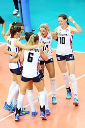 18-06-2016 ITA: World Grand Prix Italie - Nederland, Bari<br /> Nederland wint opnieuw van Italie, het ging moeizaam maar de 3-1 winst was genoeg / Lonneke Sloetjes #10, Laura Dijkema #14<br /> <br /> ***NETHERLANDS ONLY***