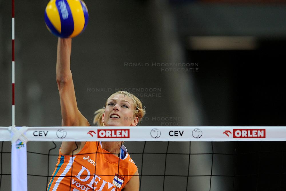 30-09-2009 VOLLEYBAL: EUROPEES KAMPIOENSCHAP NEDERLAND - BELGIE: LODZ<br /> Nederland is groepswinnaar en wint opnieuw. Belgie wordt met 3-0 verslagen / Manon Flier<br /> &copy;2009-WWW.FOTOHOOGENDOORN.NL