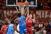 DESCRIZIONE : Milano Lega A 2014-15 EA7 Emporio Armani Milano vs Banco di Sardegna Sassari playoff Semifinale gara 1 <br /> GIOCATORE : James Shawn Melli Nicolò<br /> CATEGORIA : Contesa Composizione Rimbalzo<br /> SQUADRA : EA7 Milano Banco di Sardegna Sassari<br /> EVENTO : PlayOff Semifinale gara 1<br /> GARA : EA7 Emporio Armani Milano vs Banco di Sardegna SassariPlayOff Semifinale Gara 1<br /> DATA : 29/05/2015 <br /> SPORT : Pallacanestro <br /> AUTORE : Agenzia Ciamillo-Castoria/Richard Morgano<br /> Galleria : Lega Basket A 2014-2015 Fotonotizia : Milano Lega A 2014-15 EA7 Emporio Armani Milano vs Banco di Sardegna Sassari playoff Semifinale  gara 1 Predefinita :