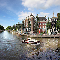 Nederland, Amsterdam , 21 juni 2010..Leidsegracht..De grachtengordel in Amsterdam komt volgende maand op de Werelderfgoedlijst van de Unesco. Adjunct-directeur Kishore Rao van het Unesco World Heritage Centre heeft dat in Parijs gezegd tijdens de officiële aanwijzing van de Waddenzee tot werelderfgoed. .The ring of canals of Amsterdam will be on the World Heritage List next month, according to  Kishore Rao Deputy Director of the Unesco World Heritage Centre..Leidsegracht.