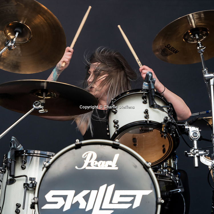 Jen Ledger of Skillet performs at Metropolitan Park on May 4, 2019 in Jacksonville, Florida (Photo: Charlie Steffens/Gnarlyfotos)