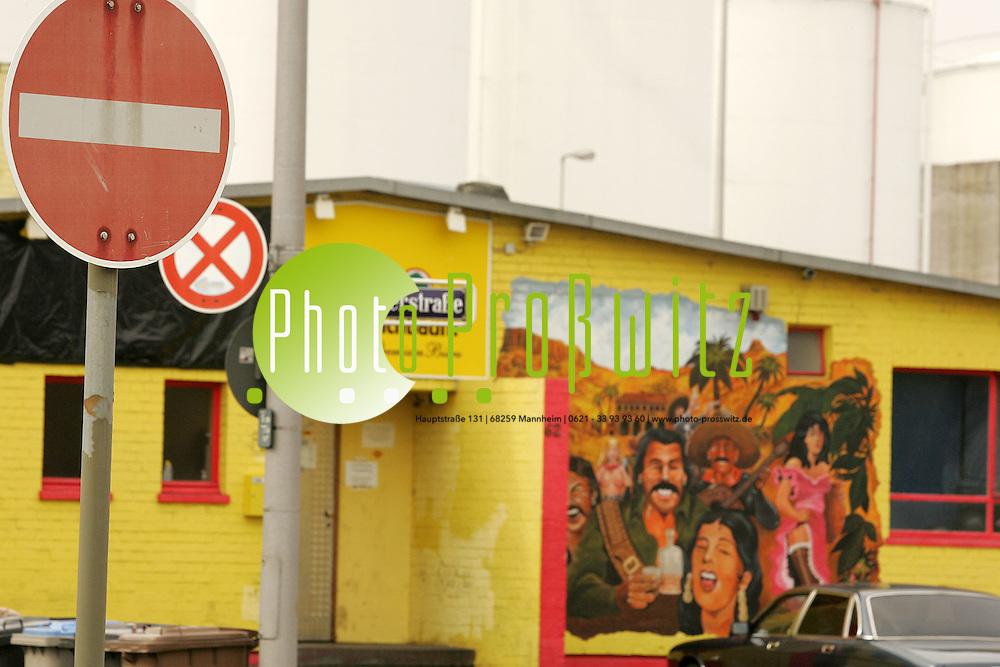 Mannheim. Rheinau Hafen. Essener Str. Ecke Holl&auml;nder Stra&szlig;e. Clubhaus der Bandidos MC Mannheim. Zuletzt stand das Geb&auml;ude in den Schlagzeilen, als Skinheadgruppen polizeidienstkenntlich erfasst wurden. <br /> Bild: Markus Pro&szlig;witz <br /> Bilder auch online abrufbar - Neue-/ und Archivbilder. www.masterpress.org